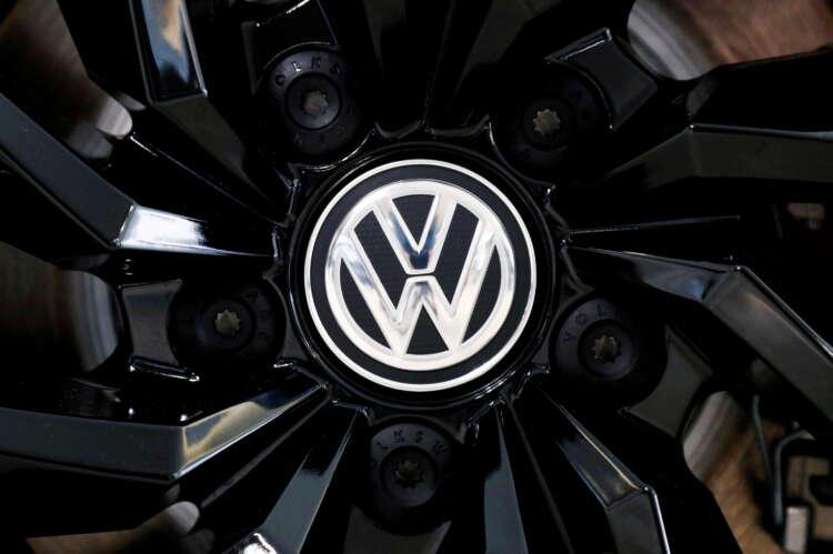 Volkswagen investors approve $339 million settlement with former execs 1