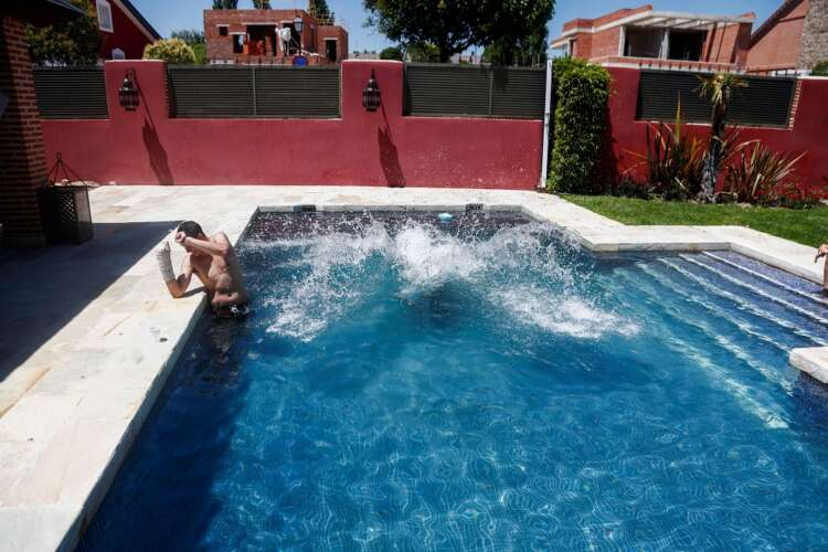 As Spain swelters and COVID cases grow, pool renting app thrives 1