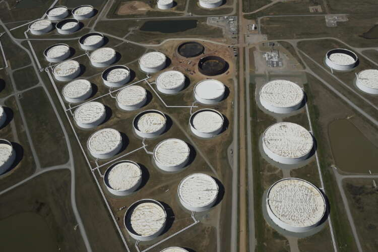 Oil falls but heads for strong weekly gain on demand growth 1