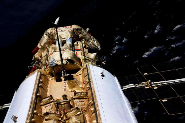 Russia blames software failure after space station briefly thrown off course 1