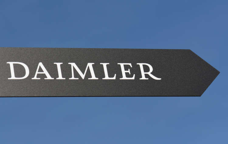 Daimler to keep 35% stake as trucks business goes solo 1