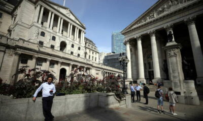 Bank of England urges banks to wait out EU pressure over euro clearing 19