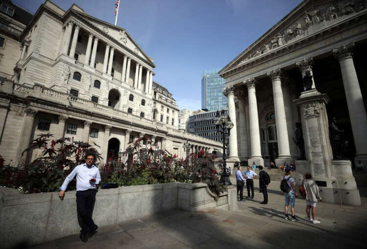 Bank of England urges banks to wait out EU pressure over euro clearing 1