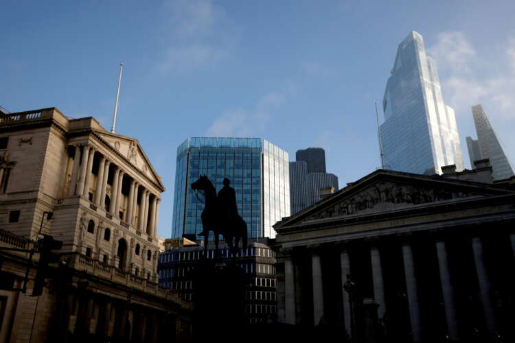 UK lawmakers urge Bank of England to penalise fossil fuel financing 1