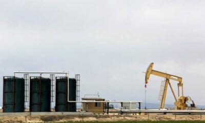 Oil dips as U.S. storm-hit supply makes slow return 3
