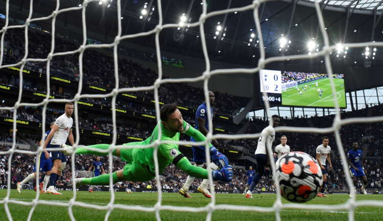 Soccer-Chelsea thrash Spurs as Greaves death overshadows action 1