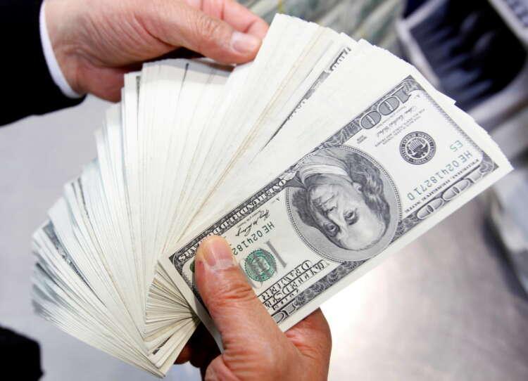 Dollar near one-month high as Evergrande risks, Fed loom 1