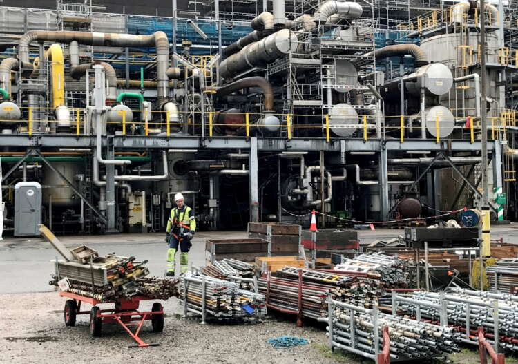 Soaring gas prices ripple through heavy industry, supply chains 1
