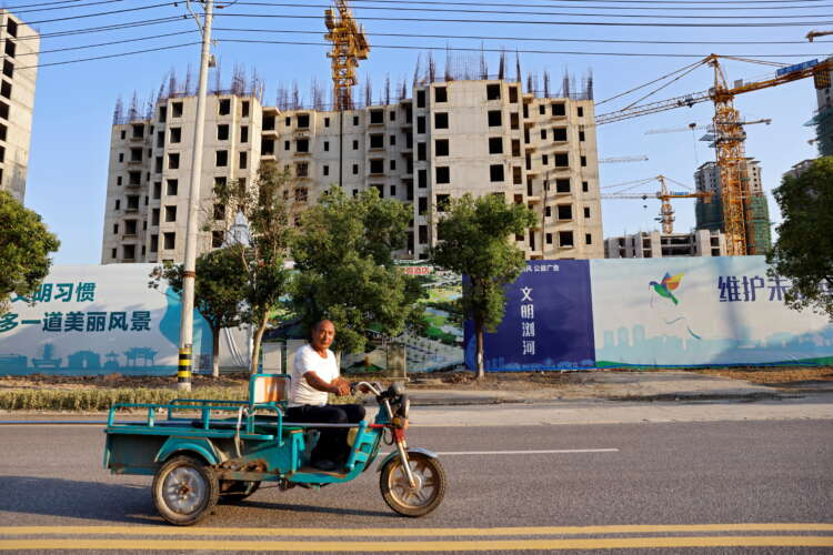China's mom-and-pop investors, builders and homebuyers caught in Evergrande debt crisis 1