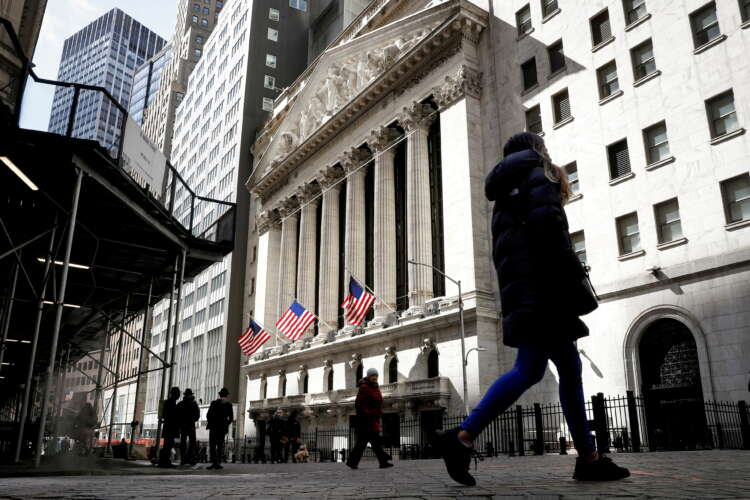Rising Treasury yields hit tech stocks; oil at 3-year highs 1
