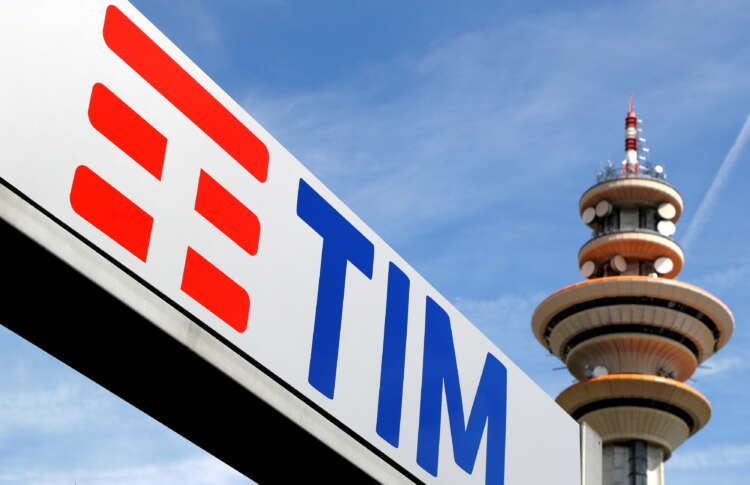 Most Telecom Italia staff to work from home until end of year - document 1