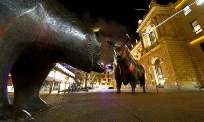 Stocks gain as upbeat Wall St earnings lift outlook 19
